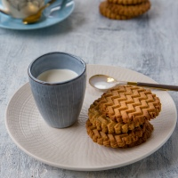 Hazelnuts and chestnut cookies with maple syrup